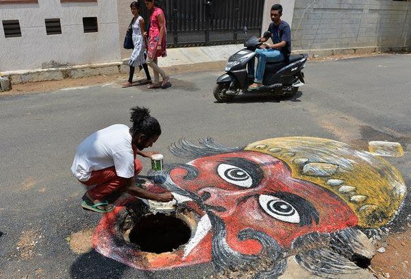 Crocodile-in-Bengaluru-City's-Pothole (3)