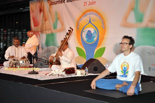 Indian-classical-music-followed-by-yoga
