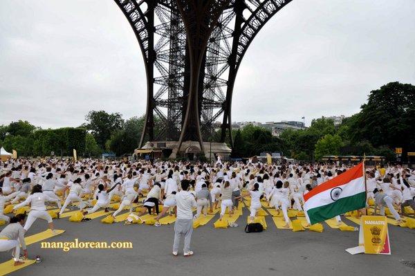 International-Yoga-Day-Celebrated-at- Eiffel-Tower1