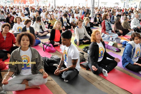 International-Yoga-Day-Celebrated-at-Grand-Halle-de-la-Villette 3