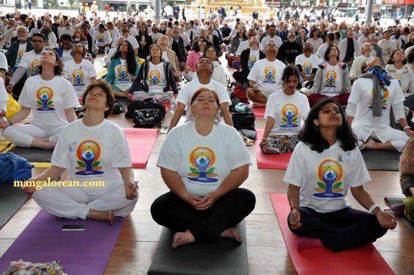 International-Yoga-Day-Celebrated-at-Grand-Halle-de-la-Villette 4