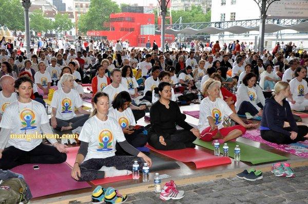 International-Yoga-Day-Celebrated-at-Grand-Halle-de-la-Villette5