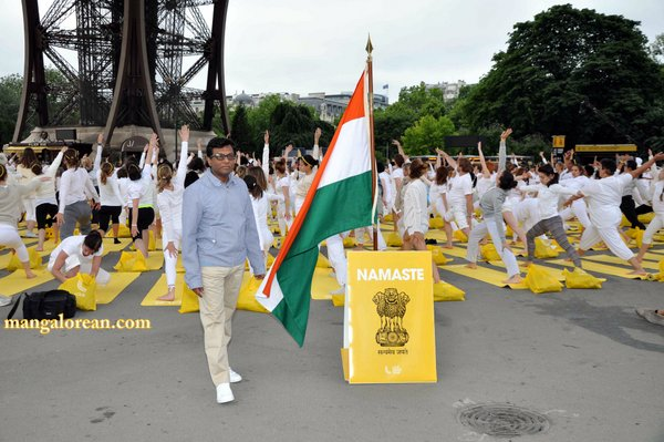Mr-Mohan-Kumar-Ambassador-of-India-to-France-at Eiffel-Tower