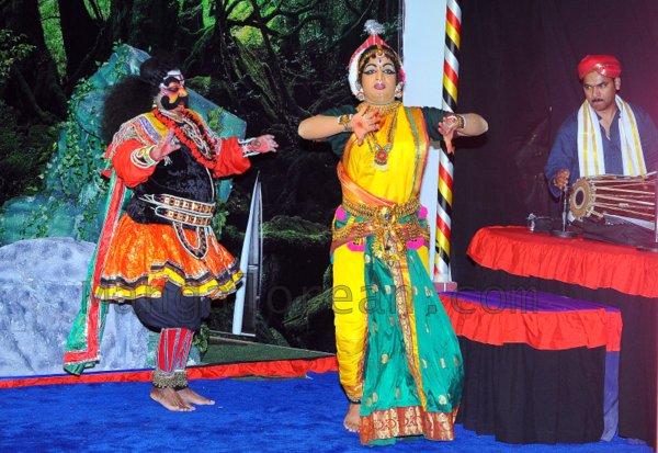 Yakshamitraru-dubai-13062015 (5)