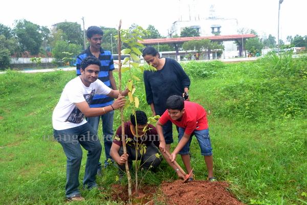 bikers_tree_planting-016