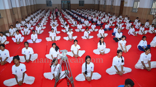 canara-internationalyoga-20150621-001