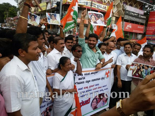 congress_protest-002
