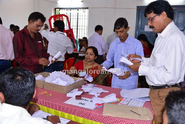 grampanchayat-vote-counting-20150605-007
