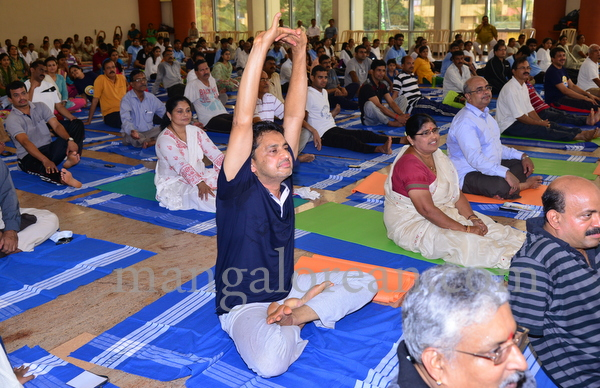 international-yoga-tma-20150621-007