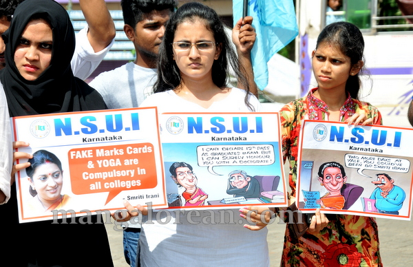 04-NSUI_congress_protest-003