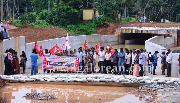 04-railway-underpass_cpim-protest-003