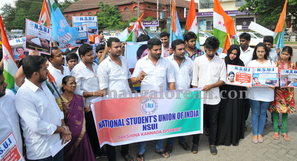 05-NSUI_congress_protest-004