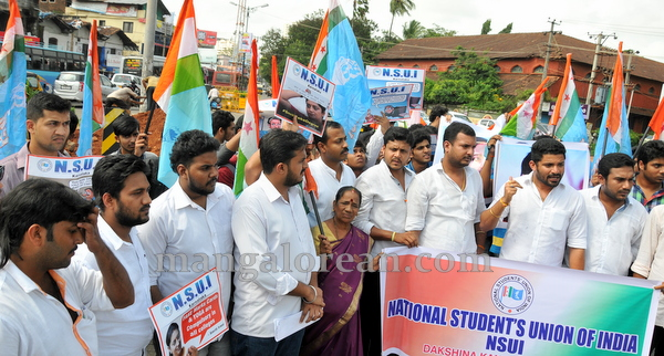 06-NSUI_congress_protest-005