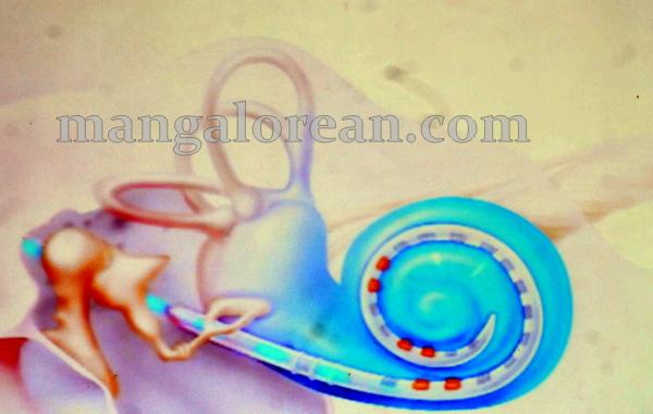 08-hearingmachine-minister-khader-007