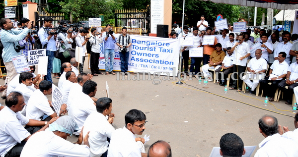 09-Taxi_protest_rally_20150703-008