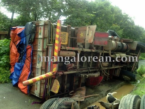 1-lorry-accident-20150716