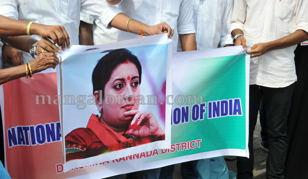 11-NSUI_congress_protest-010