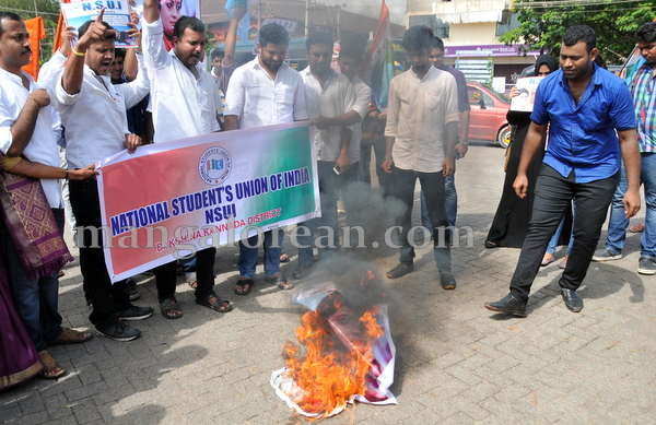 12-NSUI_congress_protest-011
