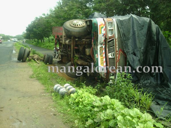 2-lorry-accident-20150716-001