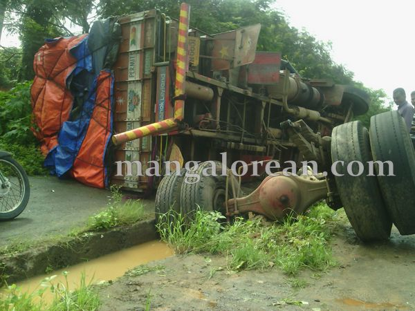 3-lorry-accident-20150716-002