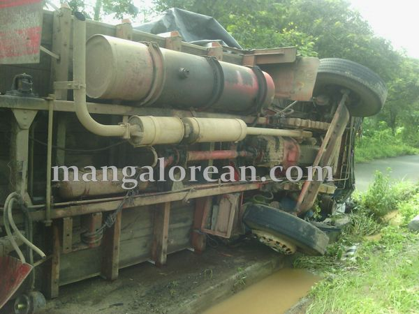 4-lorry-accident-20150716-003