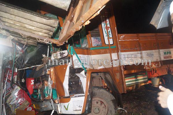 5-lorry-acident-004