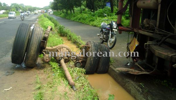 7-lorry-accident-20150716-006