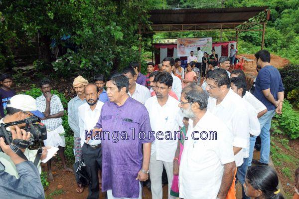 Oscar-Fernandes-visits Shasthavu-model-village-development-project (10)