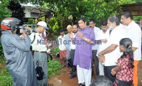 Oscar-Fernandes-visits Shasthavu-model-village-development-project (3)