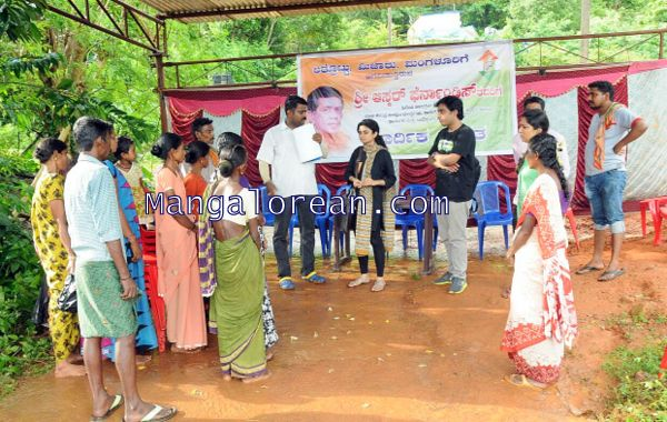 Oscar-Fernandes-visits Shasthavu-model-village-development-project (4)