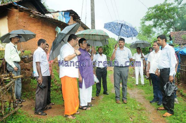 Oscar-Fernandes-visits Shasthavu-model-village-development-project (6)