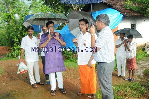 Oscar-Fernandes-visits Shasthavu-model-village-development-project (8)