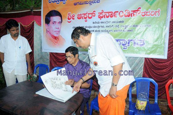Oscar-Fernandes-visits Shasthavu-model-village-development-project (9)