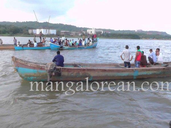 boat-capsize-pavoor-20150729 1440x1080-001