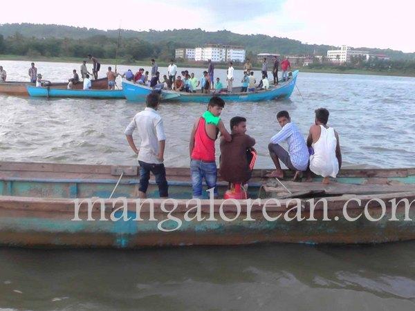 boat-capsize-pavoor-20150729 1440x1080-002