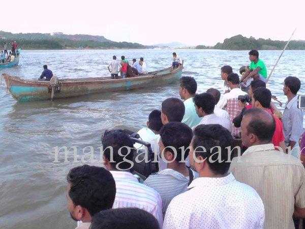 boat-capsize-pavoor-20150729 1440x1080