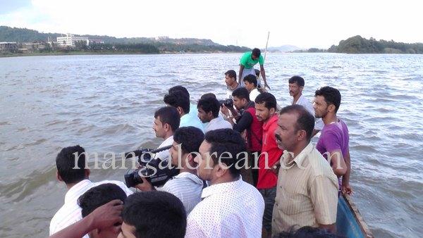 boat-capsize-pavoor-20150729 6016x3384-002