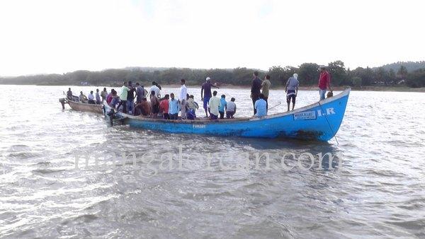 boat-capsize-pavoor-20150729 6016x3384-003