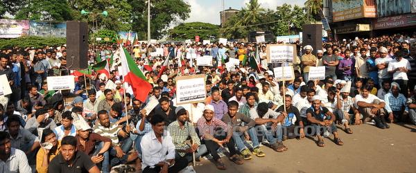 02-PFI-protest-20150826-001