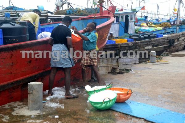 03-fishermen-buisness-20150808-002