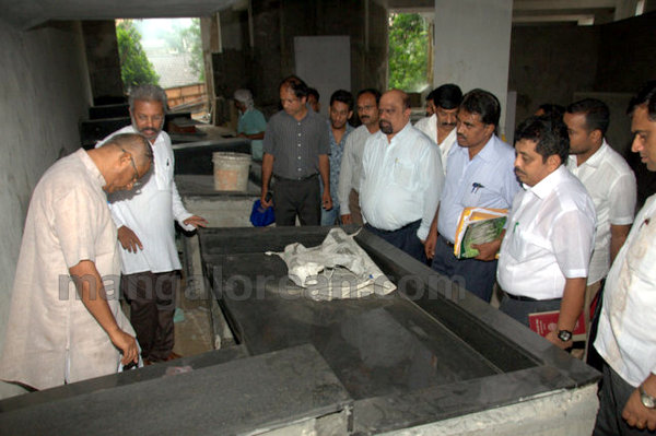07-Bejai-market-inspection-m20150803-006