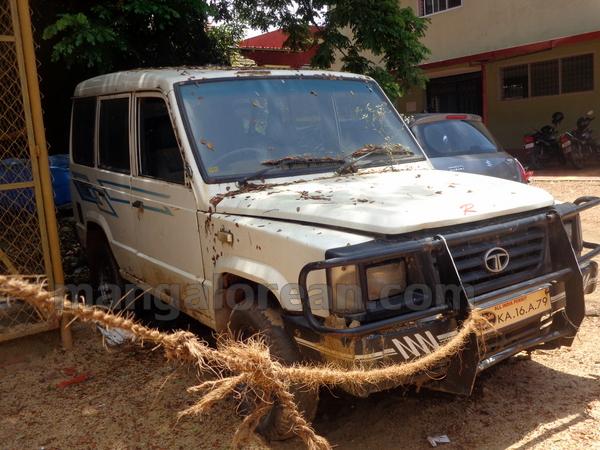 08-junk-vehicle-20150803-007