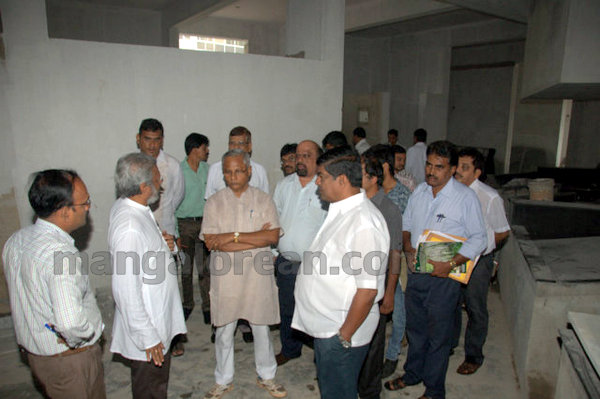 09-Bejai-market-inspection-m20150803-008
