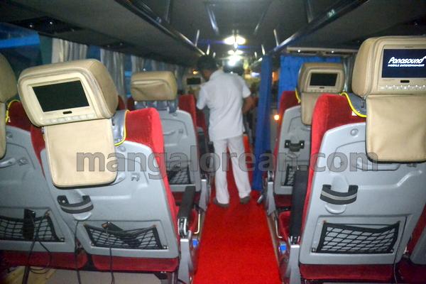 09-flybus-20150821-008
