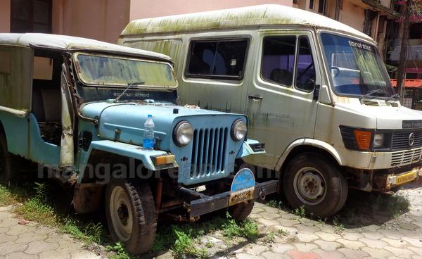 09-junk-vehicle-20150803-008