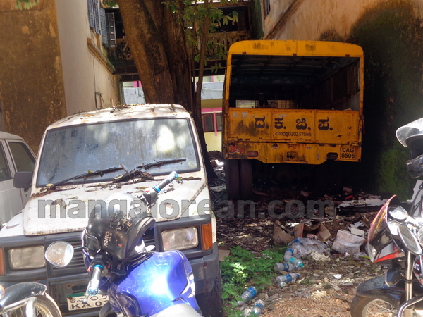 11-junk-vehicle-20150803-010