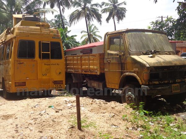 12-junk-vehicle-20150803-011
