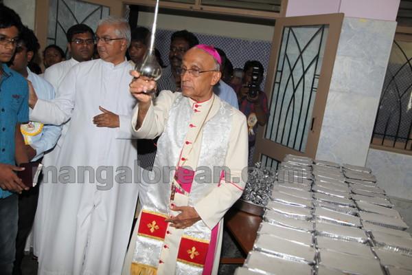 13-Archbishop-Moras-20150817-012
