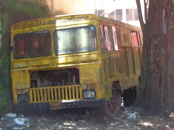 14-junk-vehicle-20150803-013