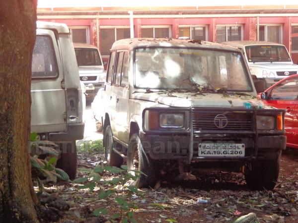 15-junk-vehicle-20150803-014